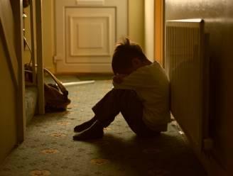 """Kleuterleidster riskeert celstraf voor vuistslagen aan haar 6-jarig stiefzoontje: """"Ze leed zwaar onder de vechtscheiding van haar partner"""""""