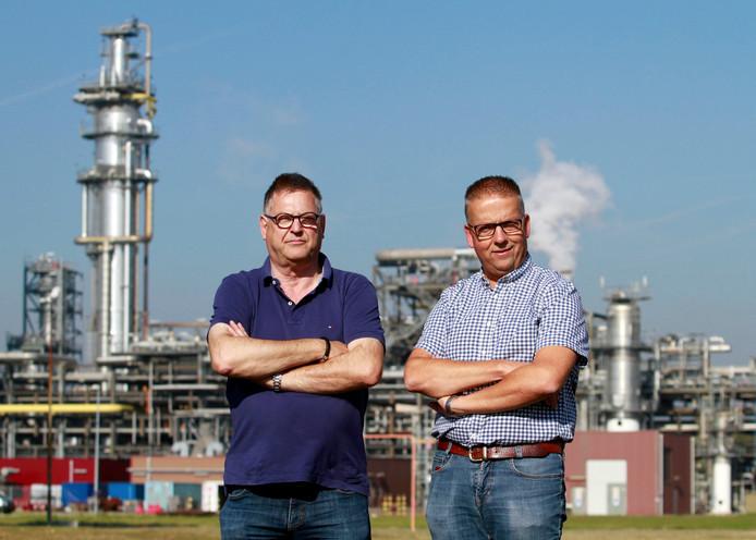Wim Verstraate (links) en Berco de Vrij hebben het nog steeds goed naar hun zin bij het petrochemische bedrijf Shell Moerdijk.