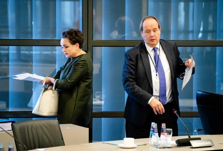 Staatssecretarissen Alexandra van Huffelen (Toeslagen en Douane) Hans Vijlbrief (Belastingdienst) tijdens een algemeen overleg over de Belastingdienst in de Tweede Kamer. Beeld ANP