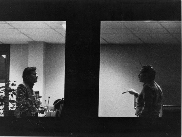 Raymond Goethals (l) onder vuur in het kantoor van onderzoeksrechter Guy Bellemans, naar aanleiding van de dubbele boekhouding van Standard in 1984.