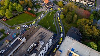 Hulp- en ordediensten brengen hulde aan werknemers AZ Turnhout