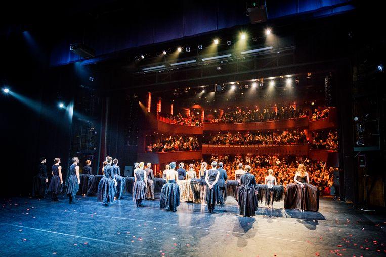 Het Scapino Ballet tijdens een voorstelling. Het dansgezelschap moet volgens de Raad van Cultuur worden uitgesloten van de rijkssubsidie.  Beeld Jostijn Ligtvoet