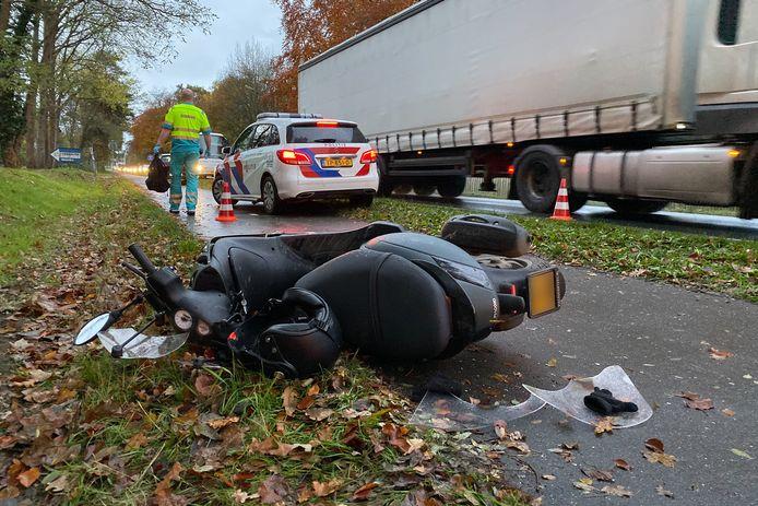 De scooter waarmee dinsdagochtend een voetganger werd aangereden.
