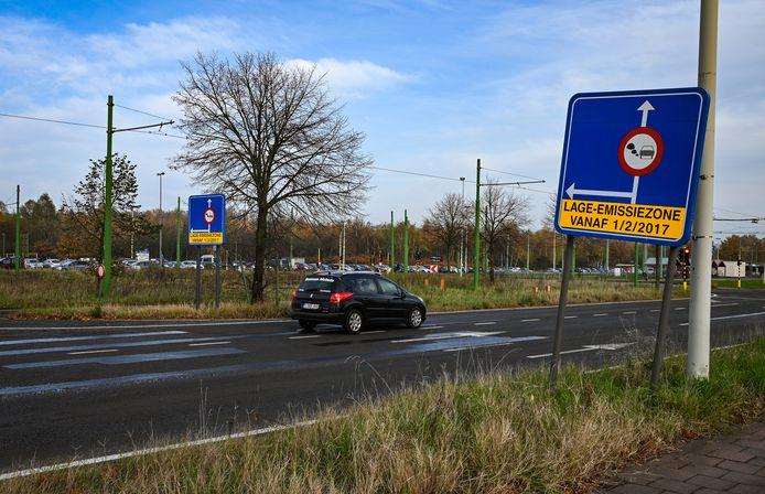 De lage-emissiezones in Antwerpen en Gent hebben niet enkel invloed in die steden zelf, maar zorgen in heel Vlaanderen voor een daling van het aantal vervuilende wagens.