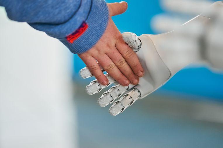 Op de luchthaven van München staat de robot Josie Pepper passagiers te woord. Beeld Getty Images