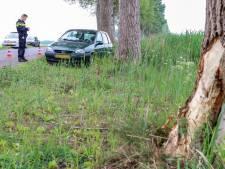 Hoofdwond en auto total-loss bij eenzijdig ongeval in buitengebied van Ens
