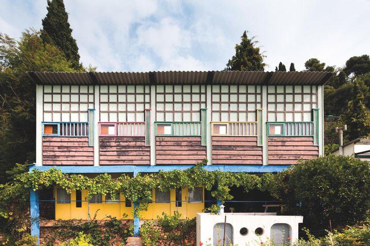 Vooraanzicht van de vakantiehuisjes van Le Corbusier. Beeld Manuel Bougot