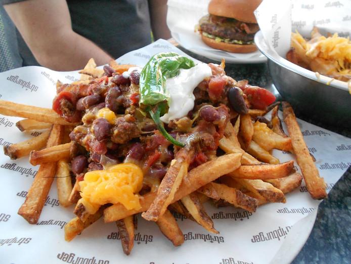 """Le """"Chili Cheese fries"""", une spécialité de la Friterie de la Spetz."""