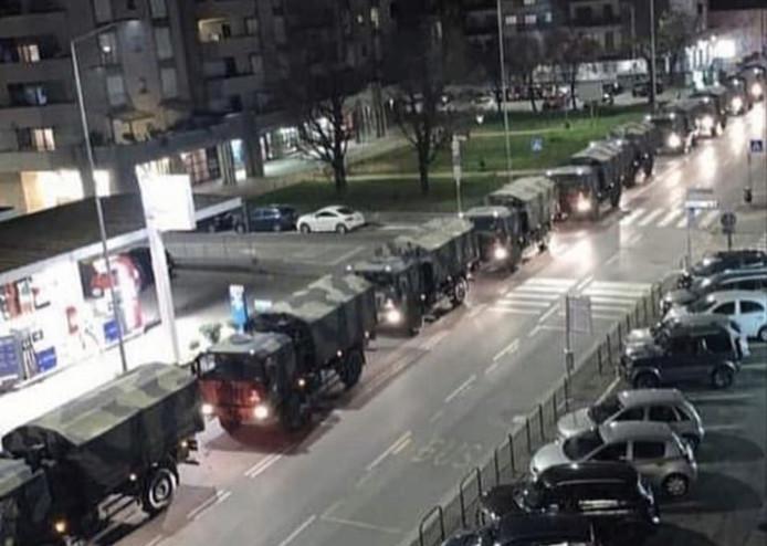 Les corps évacués par l'armée à Bergamo mercredi soir