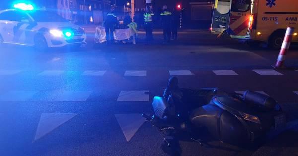 Twee straten in Enschede urenlang afgesloten na ongeval tussen scooter en auto.