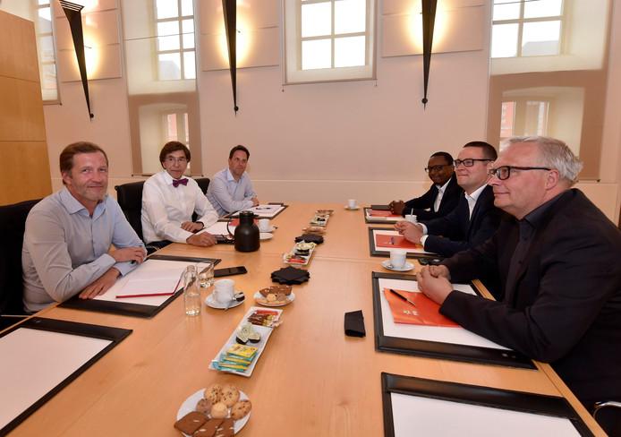 Après une première entrevue, la délégation du PTB sera à nouveau reçue par Elio Di Rupo et Paul Magnette la semaine prochaine.