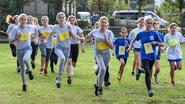 300 leerlingen crossen door het veld