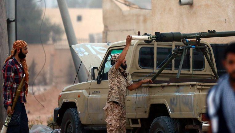 Regeringstroepen in confrontatie met lokale rebellen in Warshefana, ten westen van Tripoli in Libië. Beeld epa