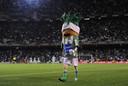 Palmerín, de mascotte van Real Betis, is volgens de nieuwe richtlijnen van La Liga veel te lang.