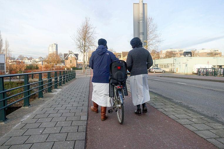 Salafistische jongemannen in Amsterdam. Beeld Hollandse Hoogte / Katrien Mulde