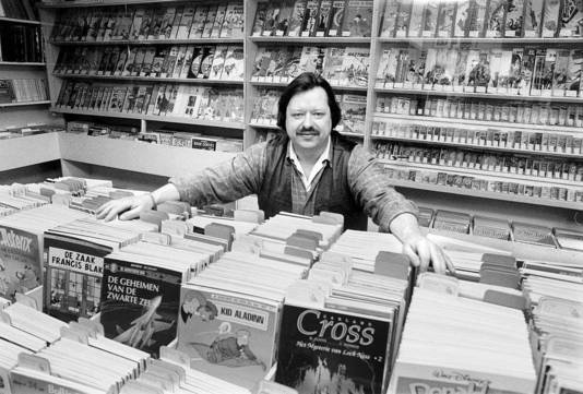 Peter Ottens in 1999 in zijn stripboekenwinkel.