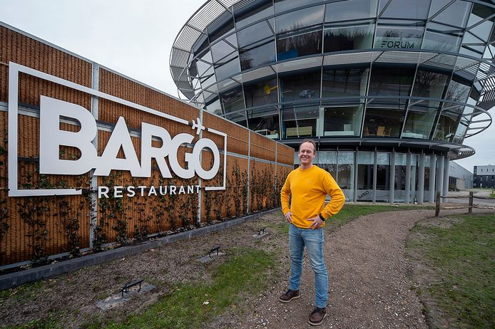 Ivan Smulders bij zijn nieuwste restaurant; Bargo op Breda International Airport