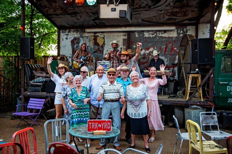 Sieg De Doncker en Olga Leyers trekken met acht 80-jarigen de wereld rond.