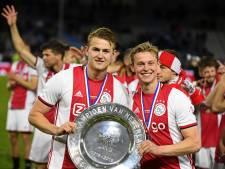 Voetballend Nederland feliciteert Ajax met 34ste landstitel