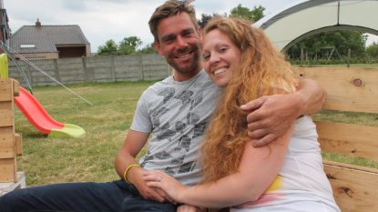 Miljoenen Tour-kijkers zien huwelijksaanzoek van Pieter, vriendin Jessy zegt ja (al moest ze eerst even de beelden terugspoelen)
