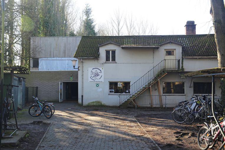 De sportzaal van Kruikenburg werd in 1973 gebouwd en is versleten.