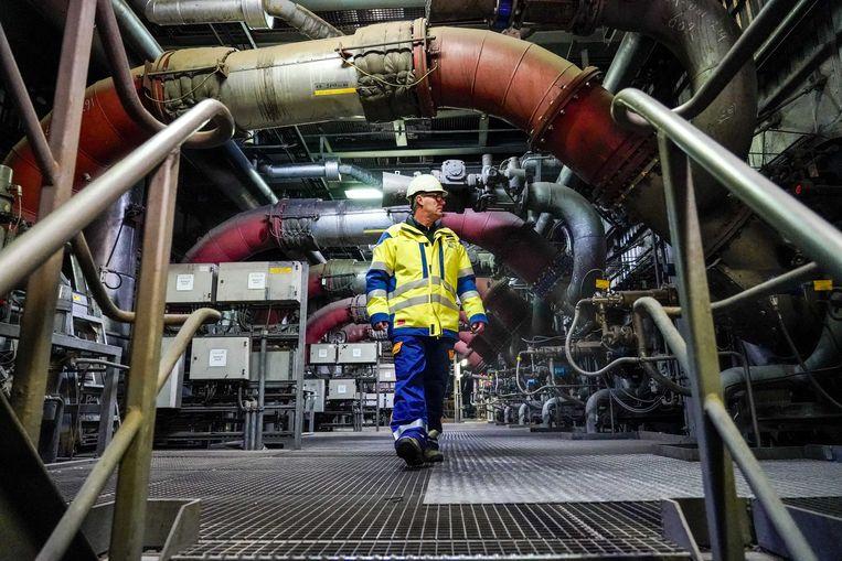 Interieur van de Hemwegcentrale. De kolencentrale aan de Amsterdamse Hemweg zou aanvankelijk pas in 2024 sluiten, maar het kabinet besloot de deadline te vervroegen. Beeld ANP