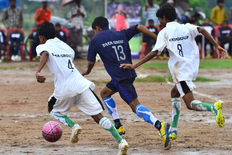 Tata Steel trainde al 800 jongens in voetbalcentra. Beeld Tata Steel