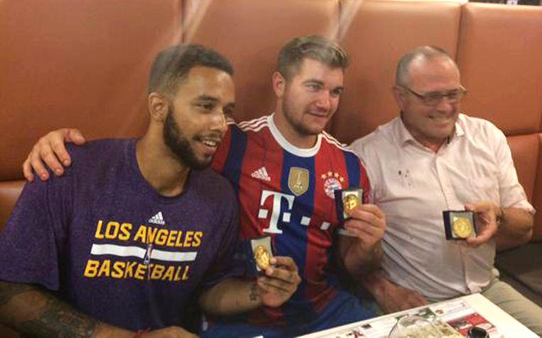 De twee Amerikaanse burgers Anthony Sadler, Alek Skarlatos en de Britse zakenman Chris Norman