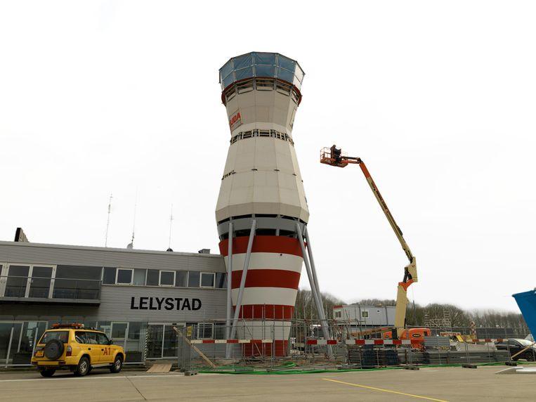 Op dit moment wordt gewerkt aan de uitbreiding van het vliegveld. Beeld Nederlandse Freelancers