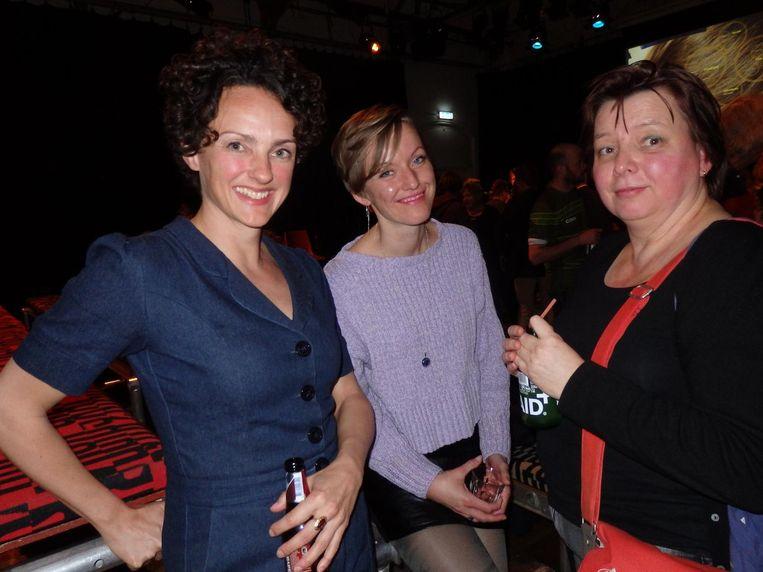 Dichter Dorien Dijkhuis, fotograaf Mariëlle Gebben en dichter Katelijne Brouwer: 'Wil je een gedicht van me lezen? Het is een vieze' Beeld Schuim