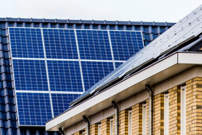 Met zonnepanelen bestaat al een terugleversubsidie (de salderingsregeling) en daar komt nu de mogelijkheid van TenneT's nieuwe platform bij.