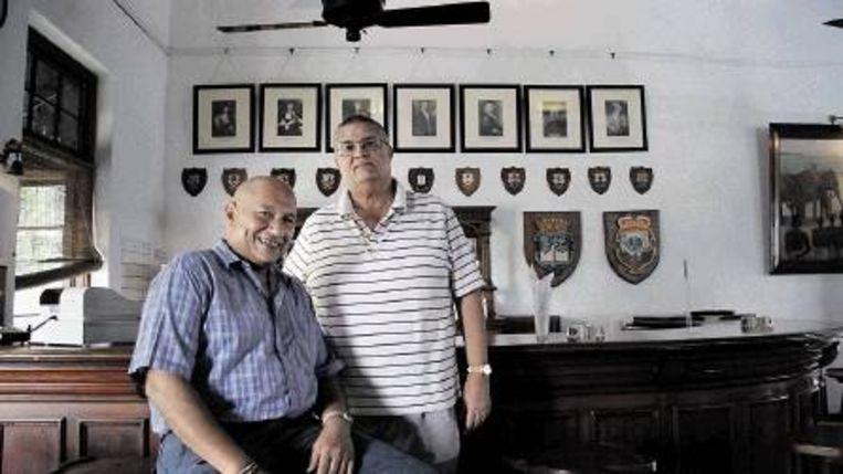 Voorzitter Nigel Austin (r) van de Dutch Burgher Union en bestuurslid Stephen LaBrooy. (FOTO'S GERT JAN ROHMENSEN) Beeld