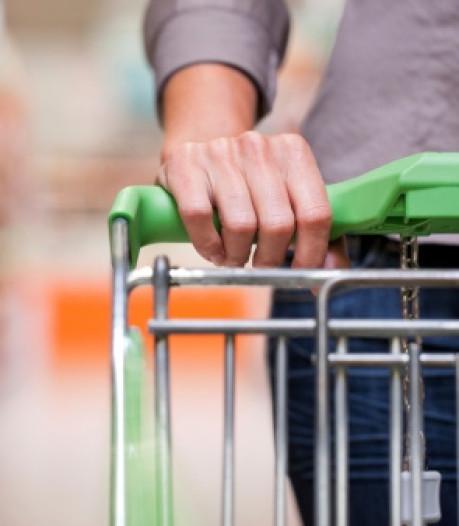 Tilburger schreeuwt 'corona' en bespuugt beveiligster van supermarkt