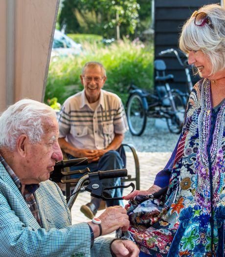 Willeke Alberti tovert de lach op gezichten bij dementerende ouderen: 'Haar liedjes vergeet ik nooit'