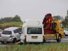 Botsing tussen auto en camper op snelweg A58 bij afslag Middelburg