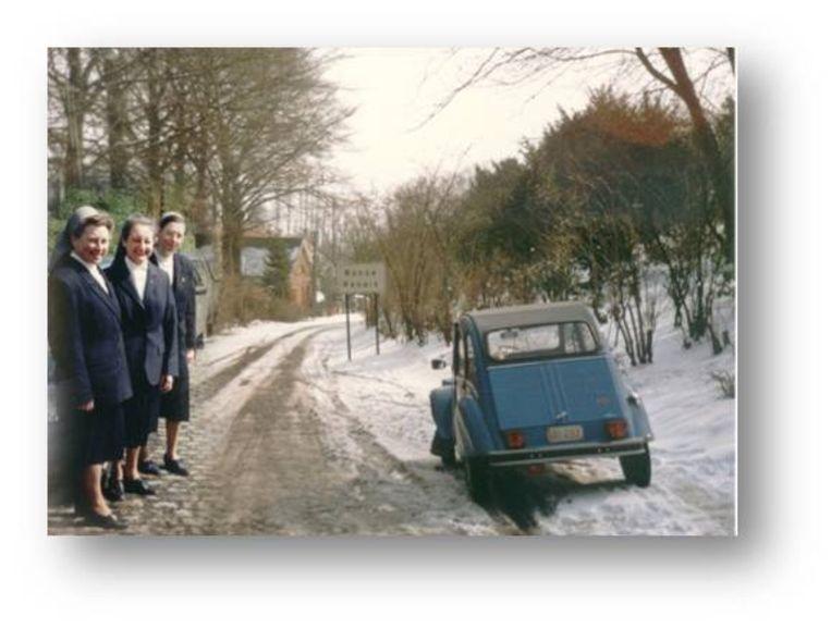 De zusters in 1989: met een blauw 2PK'tje gingen ze op ronde voor de thuisverpleging.