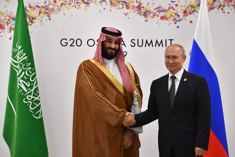 Mohammed Bin Salman met Vladimir Poetin. Beeld AFP