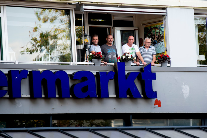 De bovenburen van Ozbaktat Supermarkt hebben veel last van geluidsoverlast.