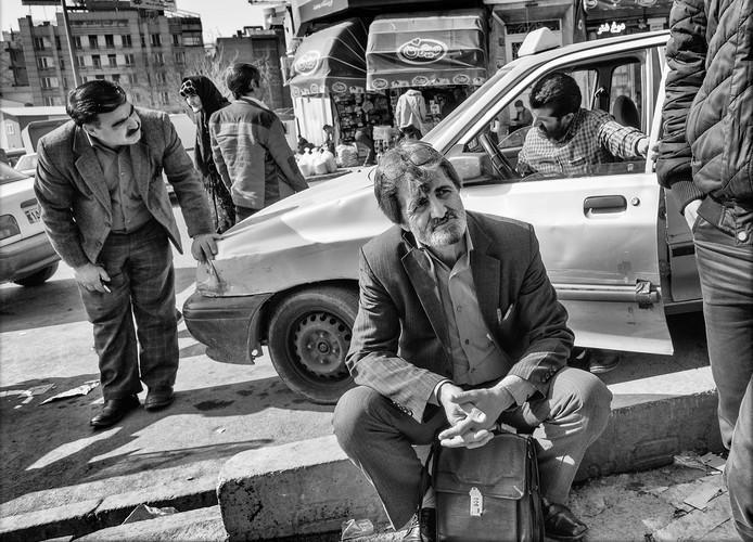 Straattafereel in Teheran, Frank Verveen exposeert in Delft.