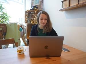 """Clara est salariée mais travaille pour plusieurs employeurs: """"Je ne regrette vraiment pas mon choix"""""""