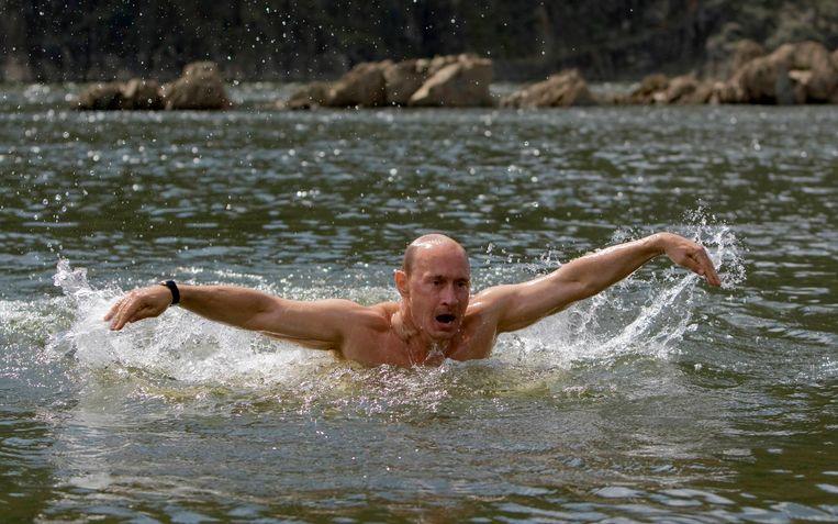 Ook in 2009: al zwemmend in een meer in Siberië.