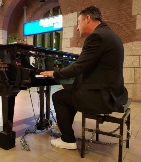Zwolse stationspianist hard op weg naar record