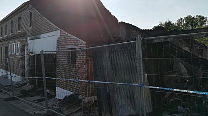 Huis verwoest na brand: vier bewoners ongedeerd