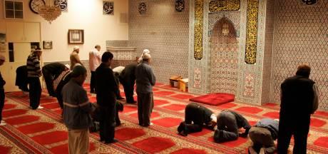 Moskeeën Oost-Nederland nog extra beveiligd, Medine in Raalte kan 'meteen bellen' met politie