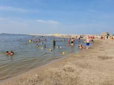Burgemeester sluit per direct strand op IJburg in Amsterdam na twee doden