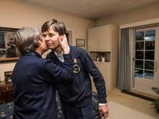 Autistische Kees Momma krijgt prijs voor docu over zijn leven: 'Het is niet waar! Een echte trofee!'