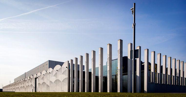 De zwaarbeveiligde rechtszaal in Justitieel Complex Schiphol, waar de rechtbank woensdag weer een zitting hield in megazaak Eris. Beeld ANP