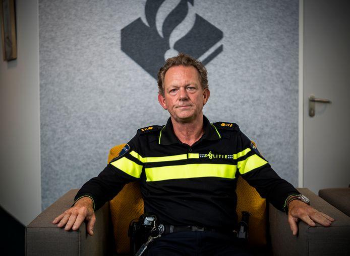 De Rotterdamse politiechef Fred Westerbeke is niet blij met het beeld dat filmpjes online geven over politie-opredens.