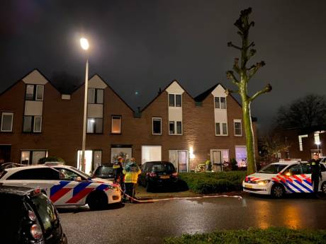 Politie schiet man die met mes dreigt in been bij woning in Arnhem