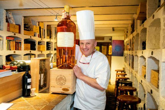 Patrick Van Herck met de waardevolle fles